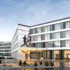 http://www.moderntimes-hotel.ch/application/files/thumbnails/thumb_list_2x/7614/7462/1204/hotel6.jpg